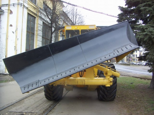 КИРОВЕЦ К-703МА-ДМ15(1)