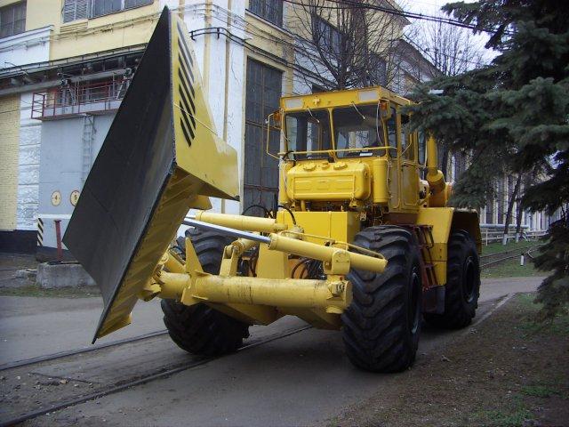 КИРОВЕЦ К-703МА-ДМ15